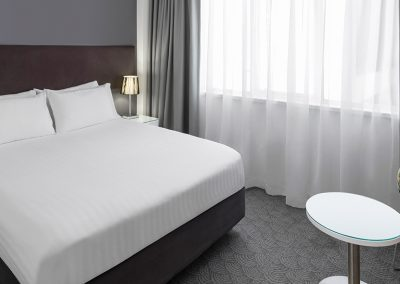 rendezvous-hotel-perth-central-guest-room-bedroom-king-2016